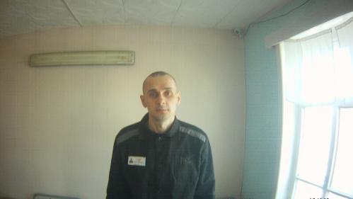 """""""Ne pas agir, ce serait laisser Oleg Sentsov mourir"""" : des personnalités demandent la libération du cinéaste détenu en Russie"""