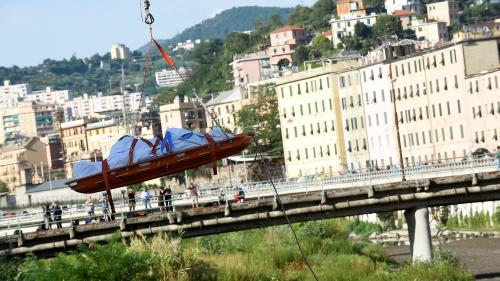 """""""On a vu d'autres gens courir, hurler"""" : une Française raconte l'effondrement du viaduc de Gênes"""