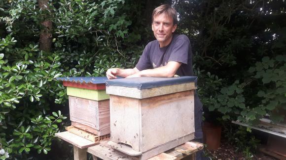 ils ont fait l 39 actu que devient sven niel apiculteur auteur d 39 une vid o coup de gueule. Black Bedroom Furniture Sets. Home Design Ideas
