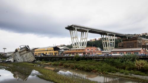 EN IMAGES. Effondrement d'un pont à Gênes : à la recherche des survivants dans les décombres