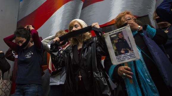 Des familles de victimes s\'opposent au transfert des restes des victimes non-identifiées au mémorial du 11-Septembre, le 10 mai 2014, à New York (Etats-Unis).