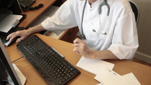 """Suisse : les autorités médicales ouvrent une enquête sur un homéopathe français qui dit pouvoir """"agir"""" sur l'homosexualité   https://www.francetvinfo.fr/monde/europe/suisse-les-autorites-medicales-ouvrent-une-enquete-sur-un-homeopathe-francais-qui-dit-pou"""