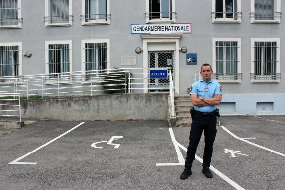 Jean Pertué devant la gendarmerie de La Tour-du-Pin (Isère), le 12 juillet 2018.