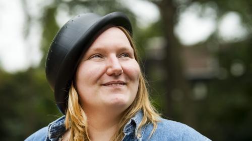 """Aux Pays-Bas, une fidèle de l'""""Eglise du spaghetti volant"""" demande à apparaître sur son passeport avec une passoire sur la tête"""