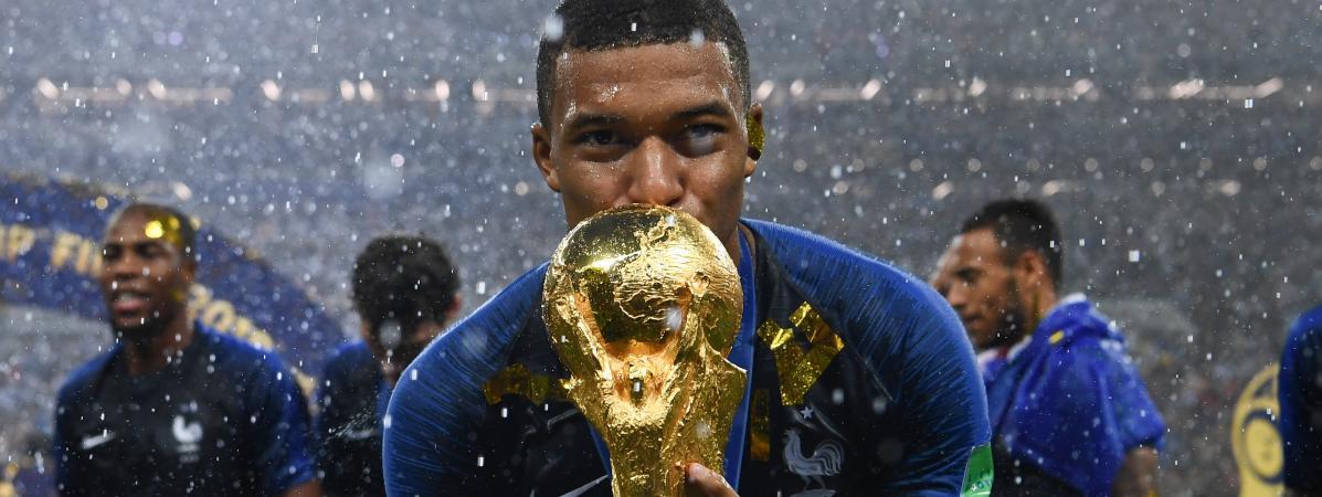 Apr s sa victoire au mondial la france prend la t te du - Classement equipe de france coupe du monde ...