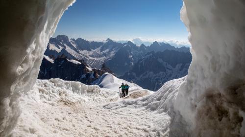 """Au mont Blanc, """"le summum de l'irrespect est-il atteint ?"""", s'interroge le maire de Saint-Gervais"""