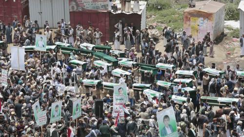 Yémen : la bombe qui a tué 51 personnes dans un bus vendue par les Etats-Unis  https://www.francetvinfo.fr/monde/proche-orient/yemen/yemen-la-bombe-qui-a-tue-51-personnes-dans-un-bus-vendue-par-les-etats-unis_2901291.html…pic.twitter.com/nhvwvnnYBy