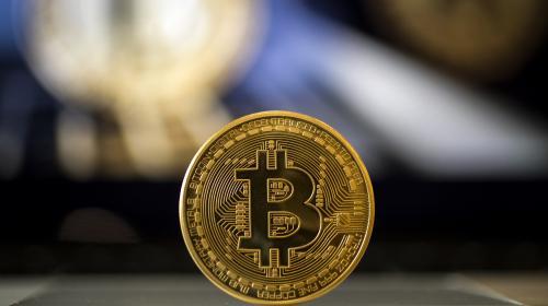 """""""Les encaissements ont commencé lentement et ça s'est accéléré"""" : au """"Bitcoin Boulevard"""" à Paris, la monnaie virtuelle séduit de nouveaux usagers"""
