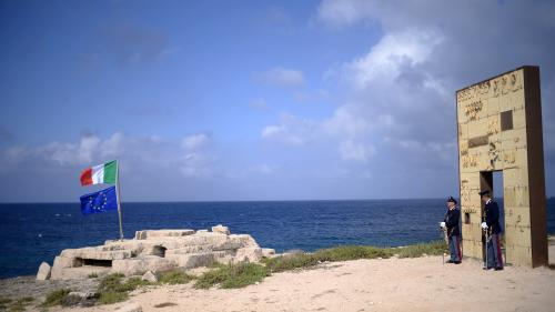 Italie : des garde-côtes italiens et 177 migrants bloqués depuis 48 heures au large de Lampedusa