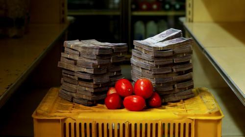 EN IMAGES. Au Venezuela, acheter un kilo de tomates coûte des millions