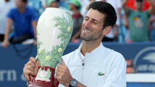 Tennis : Novak Djokovic bat Roger Federer à Cincinnati et entre dans la légende