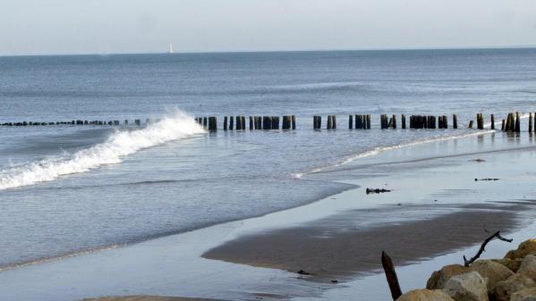 Chaque année, le phénomène d'érosion grignote plusieurs mètres de plages sur les côtes atlantique et méditerranéenne comme à Vias, dans l'Hérault.