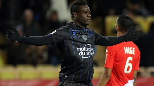 Foot : courtisé par Marseille, l'attaquant italien Mario Balotelli reste à Nice