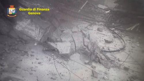 VIDEO. Effondrement du pont à Gênes : les images spectaculaires d'une caméra de vidéosurveillance