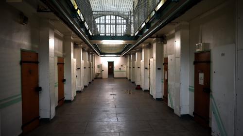 Plus de 40 000 téléphones et accessoires ont été saisis dans les prisons françaises en 2017