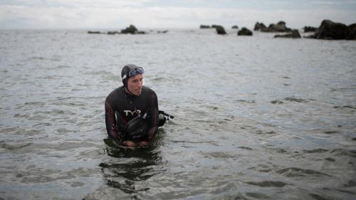 L'aventurier français Benoît Lecomte se lance à nouveau dans une traversée de l'océan Pacifique à la nage