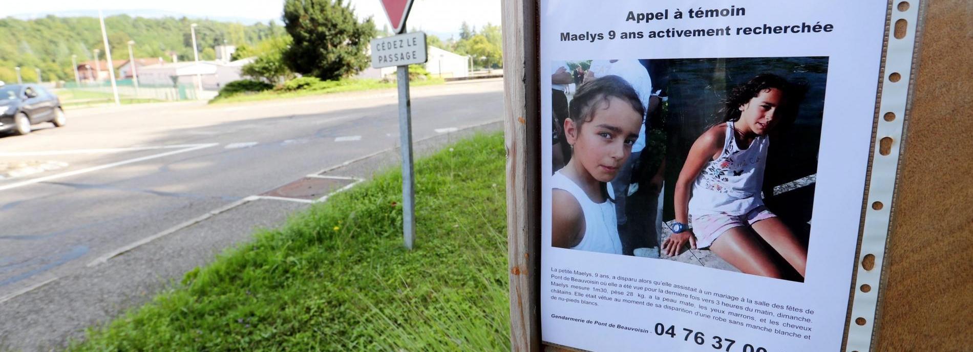 Un appel à témoins avec la photo de Maëlys affiché le 29 août 2017 à Pont-de-Beauvoisin (Isère).