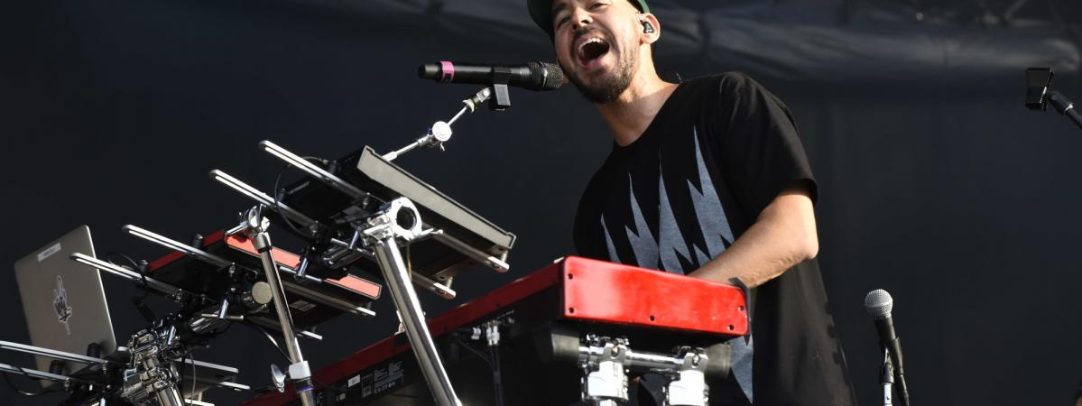 Mike Shinoda de Linkin Park émeut ses fans aux larmes à Rock