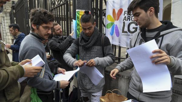 nouvel ordre mondial | Argentine : 3 000 personnes renoncent à leur baptême après le refus du Sénat de légaliser l'avortement