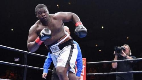 VIDEO. Boxe : le poids-lourd Curtis Harper quitte le ring avant même le début du combat