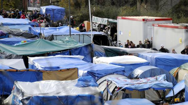 nouvel ordre mondial | Metz : un Marocain débouté du droit d'asile entame une grève de la faim et se coud leslèvres
