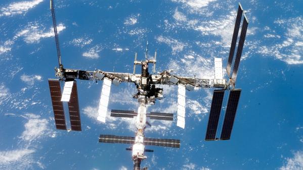 La fuite d'oxygène sur un vaisseau Soyouz arrimé à la Station spatiale internationale pourrait être intentionnelle, selon la Russie