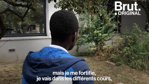 """VIDEO. """"Je me fortifie"""" : En attente de régularisation, Ibrahim ne peut pas aller en cours"""