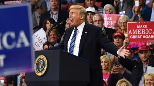 """Malgré le rebond de l'économie américaine, Donald Trump reste """"entraîné dans les polémiques sans fin"""""""