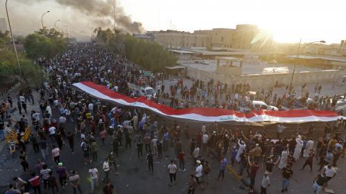 Crise sociale en Irak : un nouveau mort à Bassora, des obus sur la zone verte à Bagdad