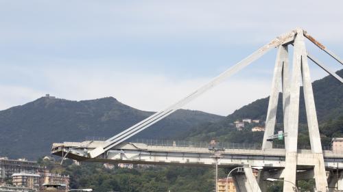 VIDEO. La maquette du futur pont de Gênes se casse pendant la présentation
