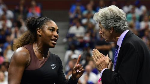 "VIDEO. ""Vous êtes un voleur. Vous m'avez volé un point"" : Serena Williams s'emporte contre l'arbitre en finale de l'US Open"