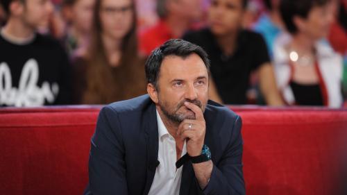"""""""Cela devenait de plus en plus douloureux"""" : l'animateur Frédéric Lopez quitte """"Rendez-vous en terre inconnue"""" sur France 2"""