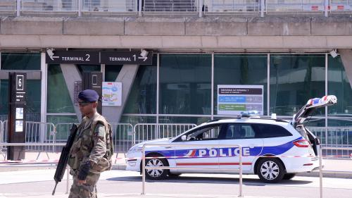 Cinq questions sur la spectaculaire intrusion d'une voiture sur les pistes de l'aéroport de Lyon-Saint-Exupéry