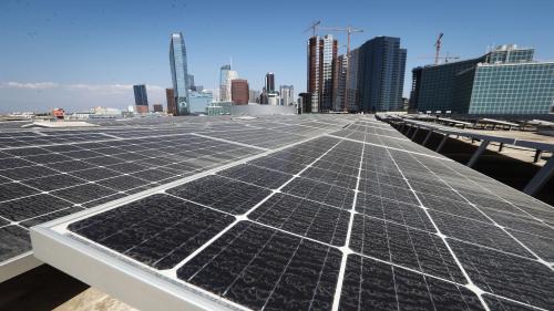 """La Californie s'engage à utiliser 100% d'électricité au """"bilan carbone neutre"""" d'ici 2045"""