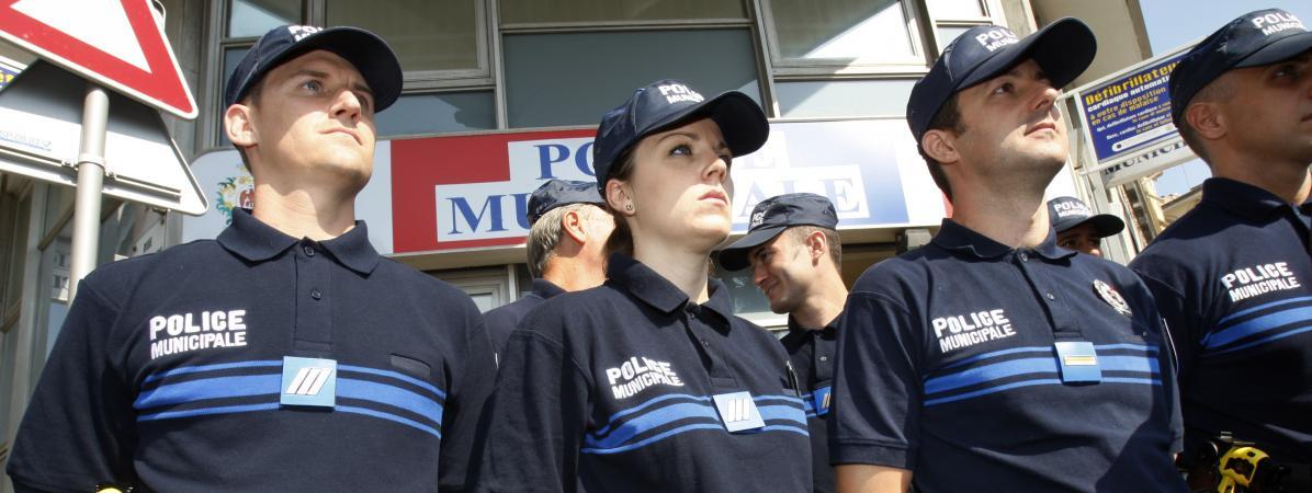 Des policiers municipaux à Nice, en 2009.