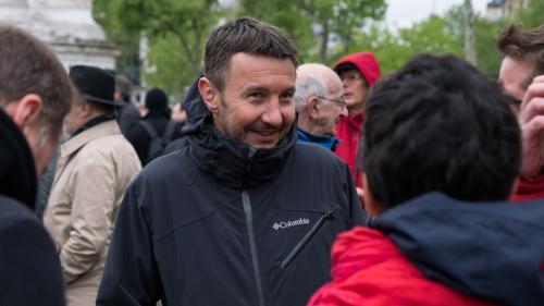 """VIDEO. """"Diviser pour mieux régner"""" : le rap anti-Macron d'Olivier Besancenot"""