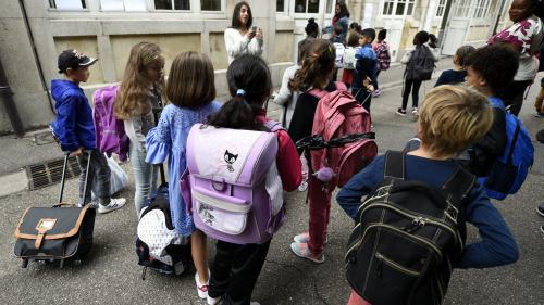 """Les écoliers français ont des journées """"trop chargées"""" et ont """"trop de pression"""""""
