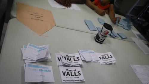 """Manuel Valls """"aux abonnés absents"""" : à Evry, sa tentation de Barcelone fait réagir"""
