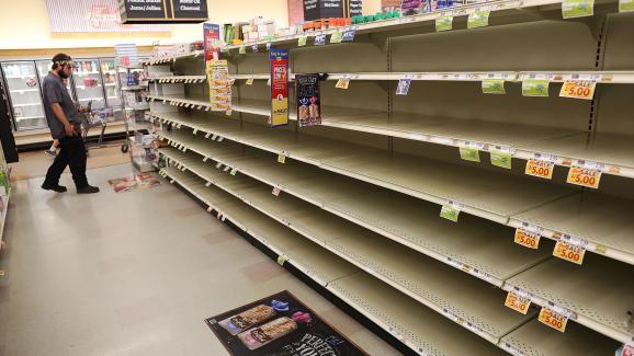 Les rayons des magasins ont été pris d\'assaut à Myrtle Beach (Caroline du Sud, Etats-Unis), en prévision du passage de l\'ouragan Florence, le 11 septembre 2018.