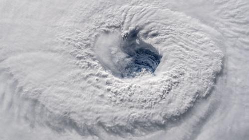 """Etats-Unis : l'ouragan Florence, rétrogradé en catégorie 3, reste """"extrêmement dangereux"""""""