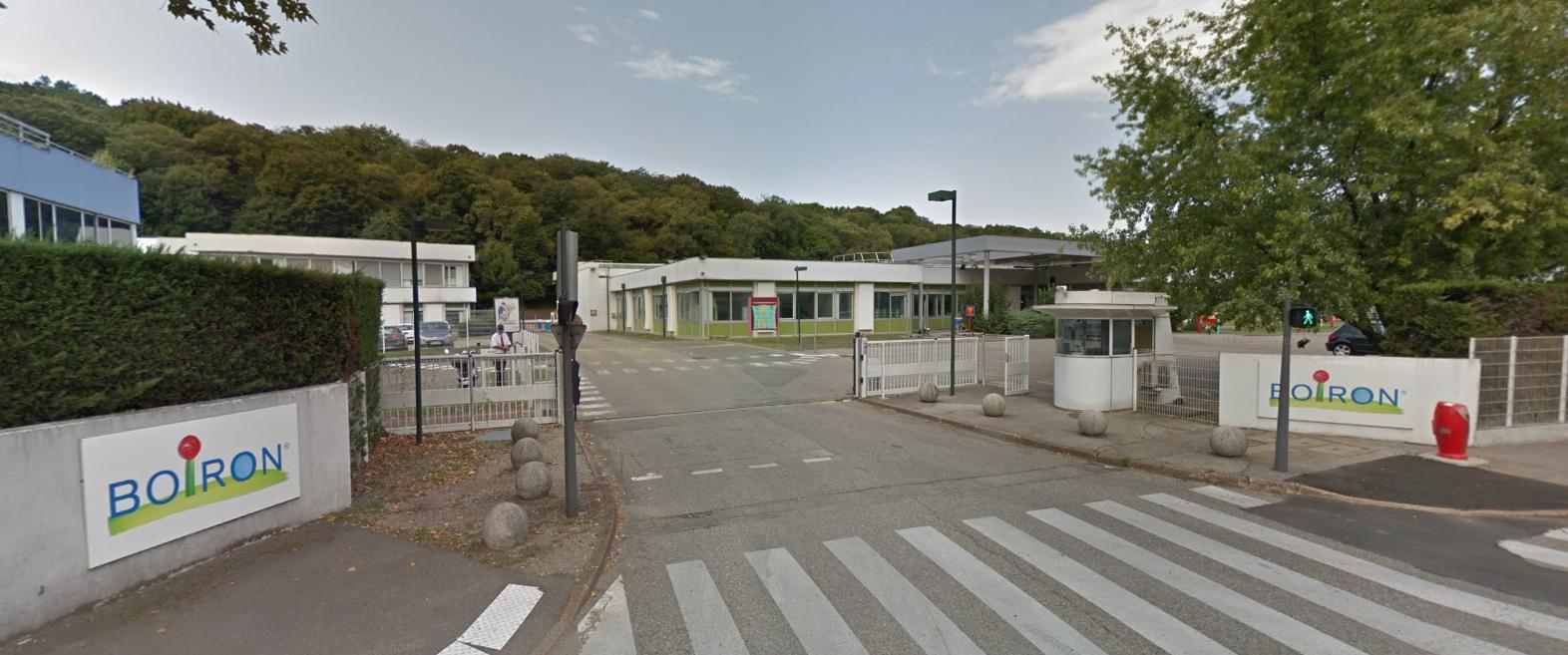 L\'entrée du site de Boiron à Sainte-Foy-lès-Lyon (Rhône), où est hébergé le Centre de formation en homéopathie, en août 2017.