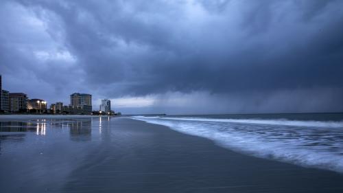 Etats-Unis : l'ouragan Florence, rétrogradé en catégorie 1, déferle sur la côte est américaine