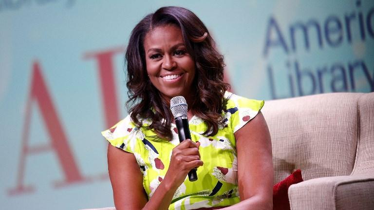 l 39 toile du jour michelle obama annonce dans une vid o la sortie prochaine de ses m moires. Black Bedroom Furniture Sets. Home Design Ideas