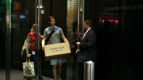 """VIDEO. """"En un jour, 3 500 personnes se sont retrouvées à la rue..."""" Dix ans après, elles racontent la faillite de Lehman Brothers"""