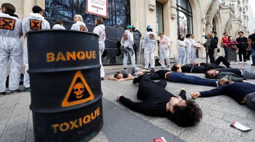 """Série d'actions d'Attac en France pour dénoncer la finance """"toxique"""""""