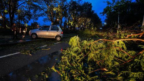 Le typhon Mangkhut fait plusieurs morts en Chine continentale, après avoir semé le chaos à Hong Kong