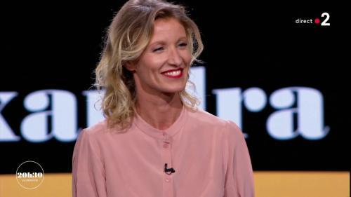 """VIDEO. """"20h30 le dimanche"""" : le portrait de la comédienne Alexandra Lamy"""