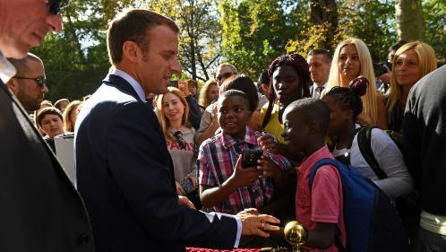 """""""Insupportable"""", """"mépris de caste"""", """"glaçant"""" : la classe politique réagit après les propos de Macron face à un jeune chômeur"""