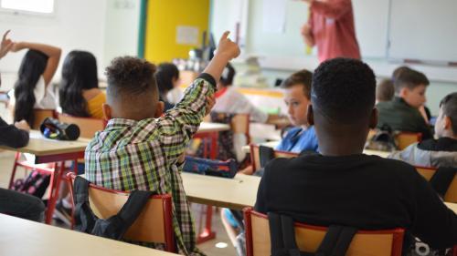 """""""Une grande différence entre ceux qui ont la possibilité d'avoir des informations et les autres"""" : comment la famille pèse dans l'orientation des élèves"""