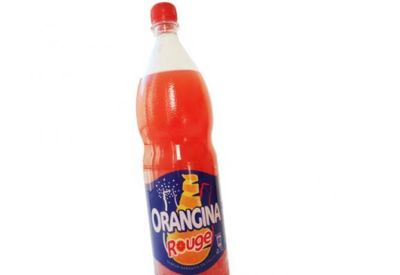 La boisson Orangina rouge.